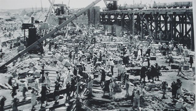 Image showing construction work on first heightening of Aswan Dam