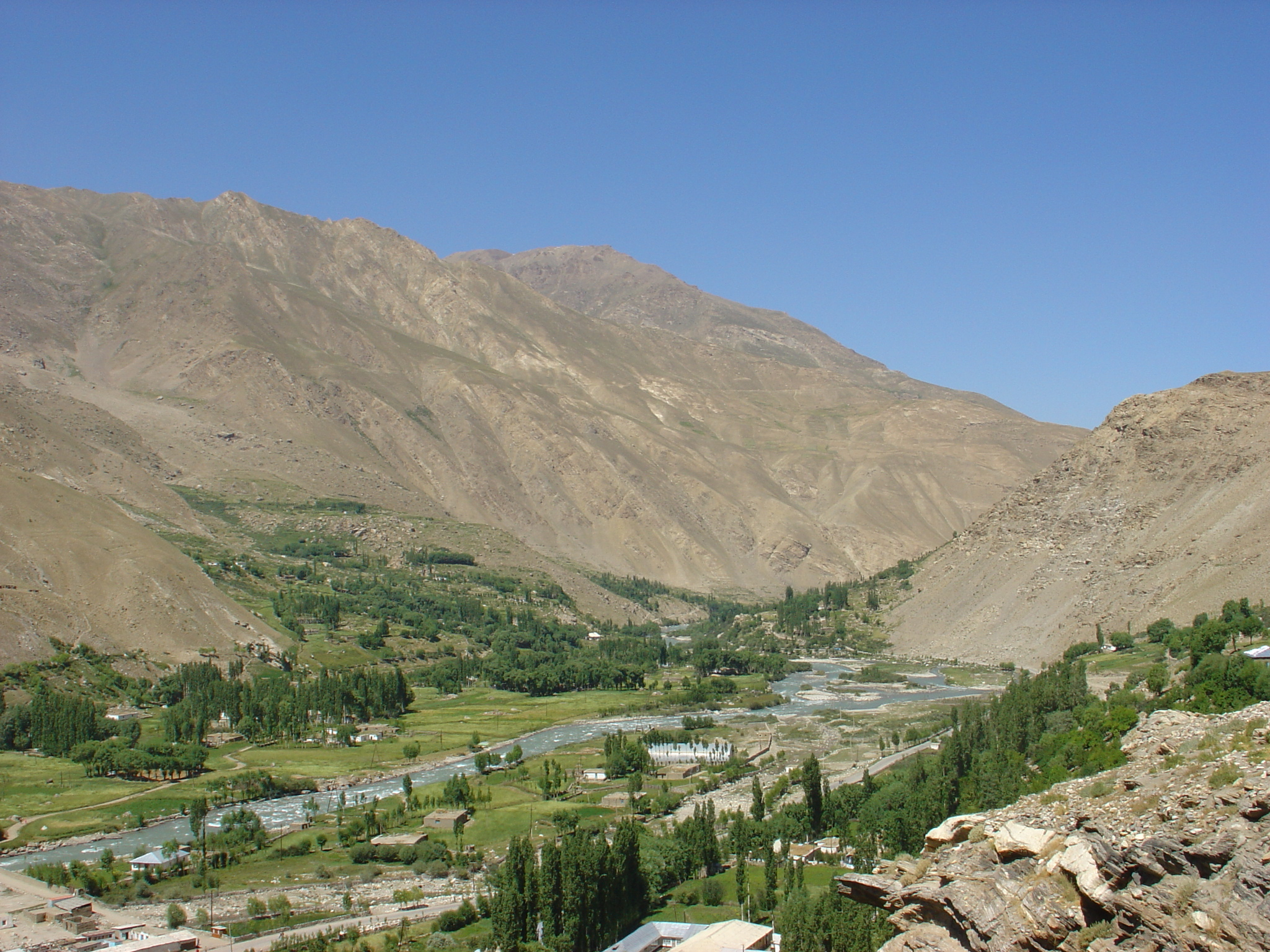 River in valley surrounded by mountains