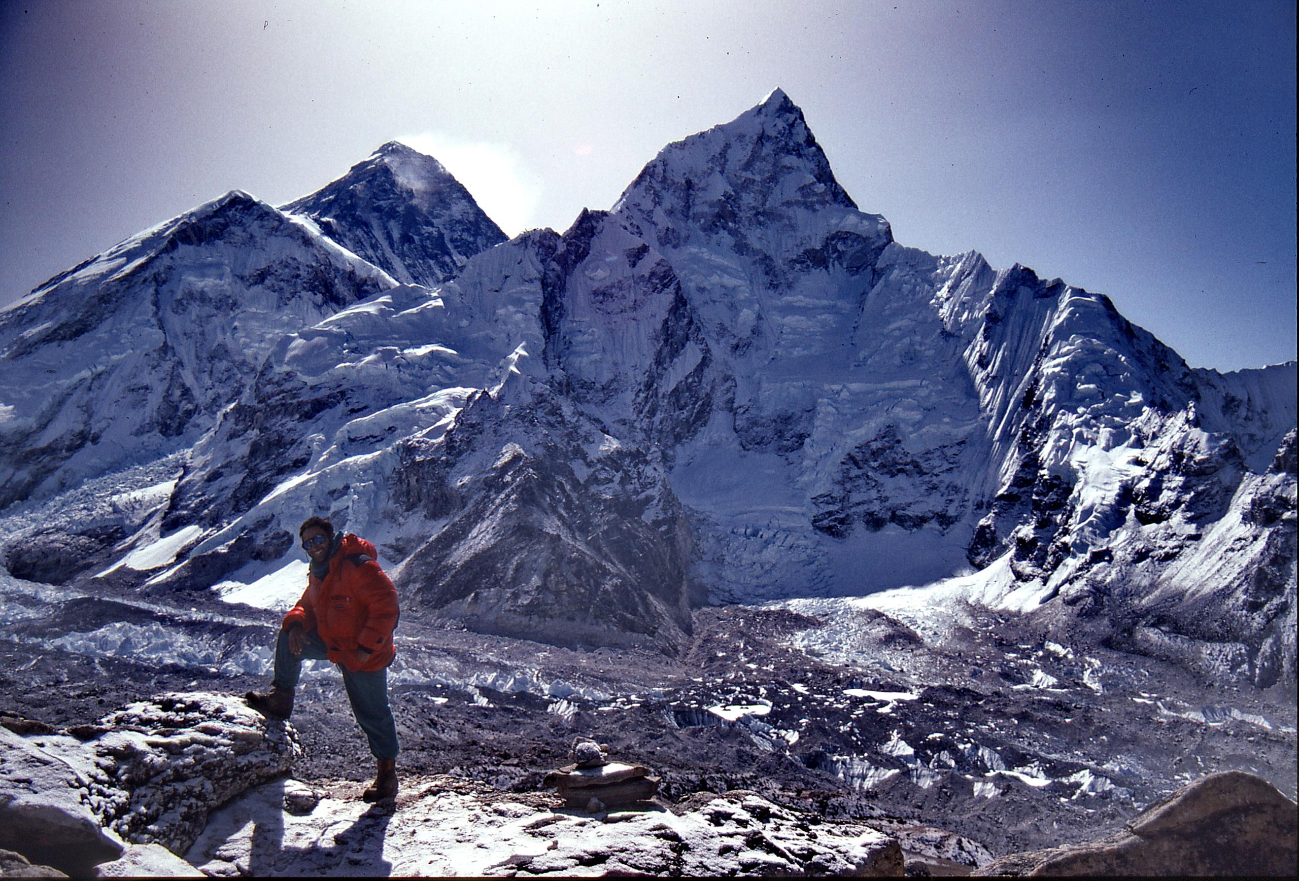 Viktor on top of Kala Patthar (altitude 18,593 Feet/5,550 Meters) in the Nepal Himalayas, with Mount Everest on the back.