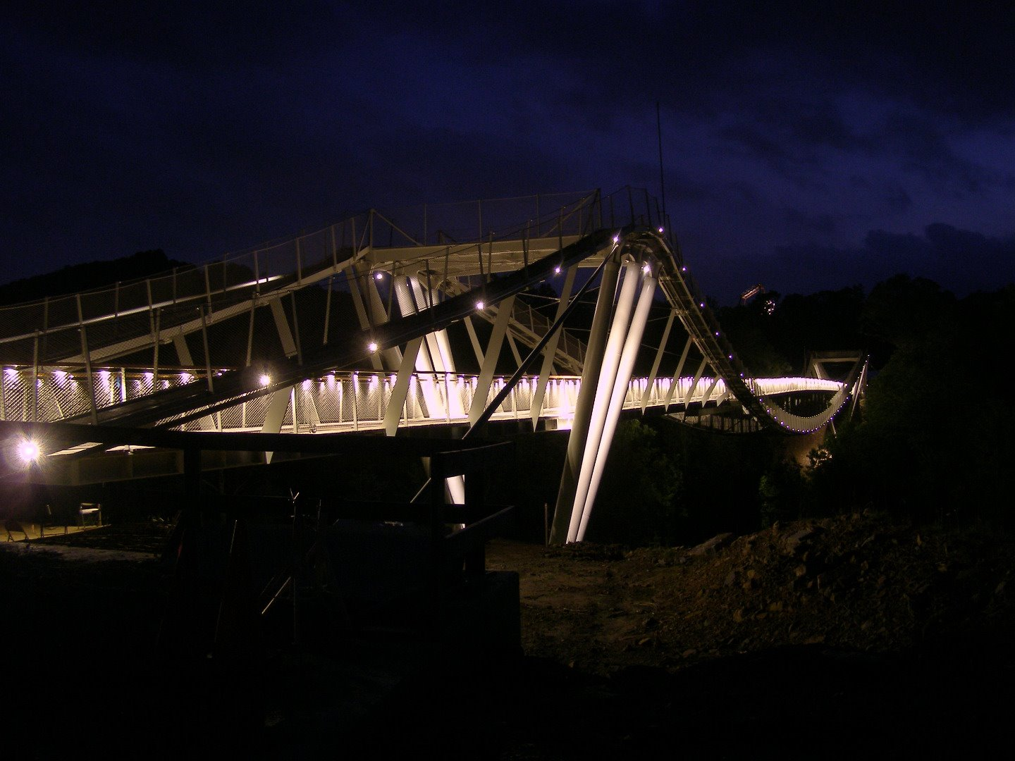 Photo of the bridge at night